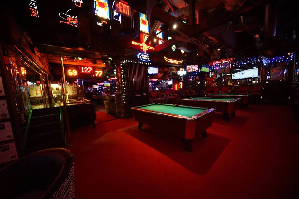 Charmant Pool Tables In The Sports Bar